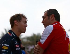 Sebastian Vettel e Stefano Domenicali conversam no GP do Bahrein de 2013 (Foto: Getty Images)