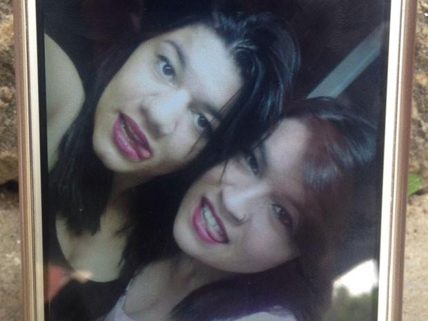 As irmãs Helen e Beatriz dos Santos morreram na hora (Foto: Glauco Araújo/G1)