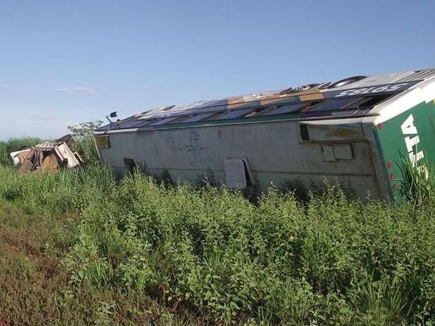 acidente bataguassu BR-267 (Foto: Acácio Gomes/ Nova News)
