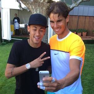Rafael Nadal tira selfie ao lado de Neymar (Foto: Reprodução / Facebook)