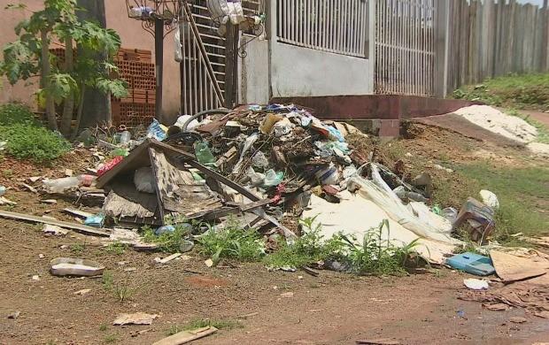 Lixo domiciliar é a principal causa de proliferação do mosquito Aedes aegypti (Foto: Bom Dia Amazônia)
