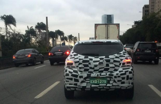 Chevrolet Onix reestilizado é flagrado rodando em São Paulo (Foto: Fellipe Moura)