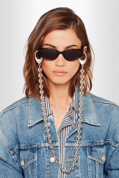 Cordinhas de óculos também na Balenciaga (Foto: Reprodução/Instagram)