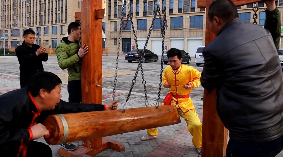 """técnica kung fu """"virilha de aço"""" garante que seu membro fique mais funcional. É o que diz o mestre (Foto: Reprodução)"""