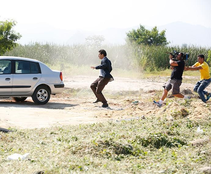 Marcos Palmeira em cena de ação (Foto: Ellen Soares /Gshow)