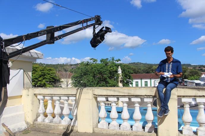 Jackson Costa grava o programa na histórica cidade de Cachoeira (Foto: TV Bahia)