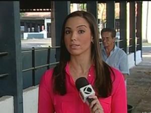 A repórter Faeza Rezende fala sobre desperdicio de água em Uberaba (Foto: Divulgação | TV Integração)
