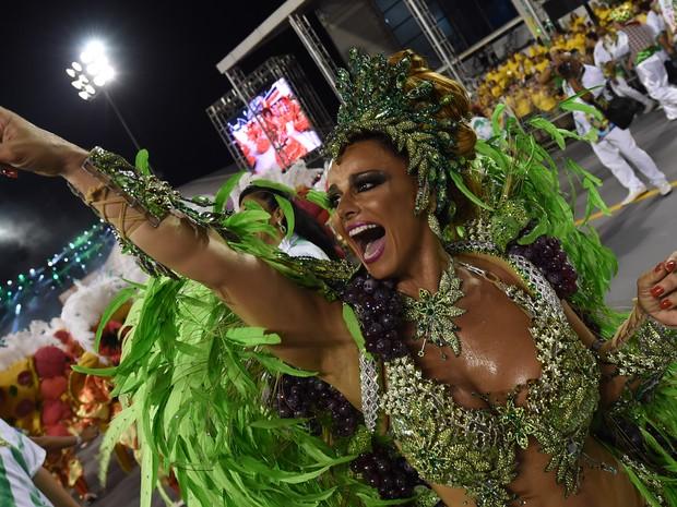 Viviane Araújo desfila pela Mancha Verde em SP (Foto: Nelson Almeida/AFP)