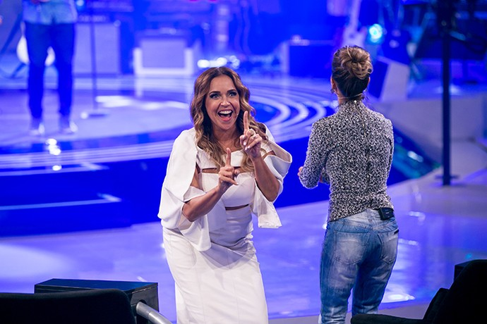 Daniela Mercury feliz da vida, dessa vez na dancinha do dedinho. Quem nunca? (Foto: Isabella Pinheiro/Gshow)