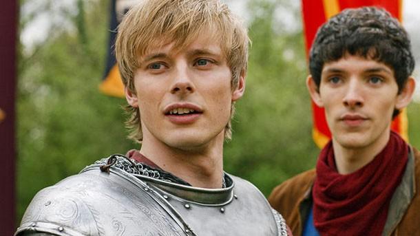 """O rei Arthur já aparece em outra série, """"Merlin"""" (Foto: Divulgação)"""