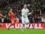 Rooney faz de pênalti, quebra recorde e ajuda Inglaterra a passar pela Suíça