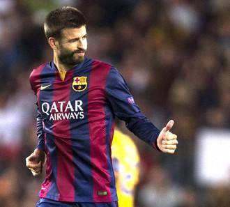 Pique comemora gol do Barcelona contra o Apoel (Foto: Agência EFE)