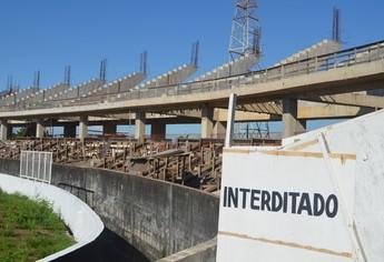 Obras paradas no estádio Colosso do Tapajós (Foto: Weldon Luciano/GloboEsporte.com)