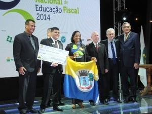 Representante do projeto recebeu prêmio em Brasília (Foto: Divulgação/Febrafite)