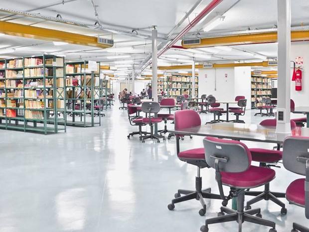 Biblioteca Pública Juarez da Gama Batista, no Espaço Cultural, tem mais de 100 mil títulos no acervo (Foto: Max Brito/Divulgação)