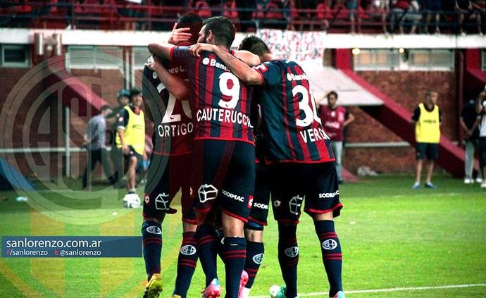 Comemoração do San lorenzo contra o Estudiantes (Foto: Reprodução / Facebook Oficial)