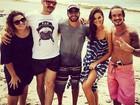 Bruna Marquezine exibe as pernas na praia em Fernando de Noronha