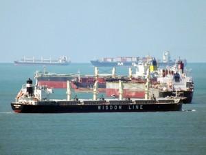Navios na Barra do Porto de Santos, SP (Foto: Ivair Vieira Jr/G1)