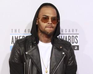 Chris Brown em prêmio em Los Angeles, nos EUA (Foto: Jonathan Alcorn/ Reuters/ Agência)