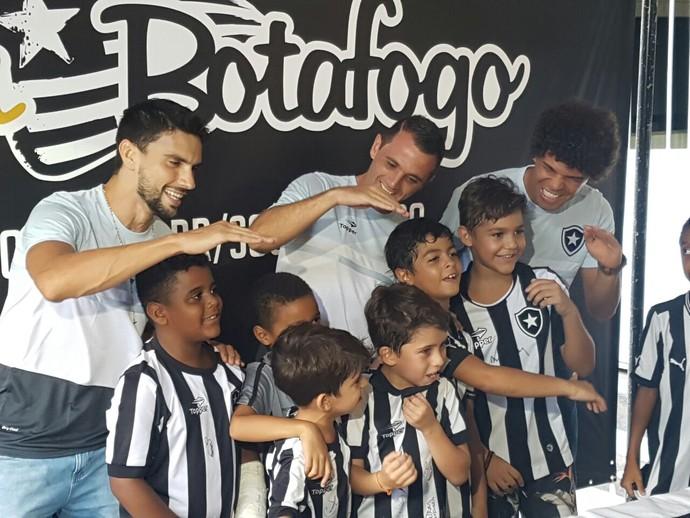 Rodrigo Pimpão; Montillo; Camilo evento Botafogo (Foto: Marcelo Baltar)