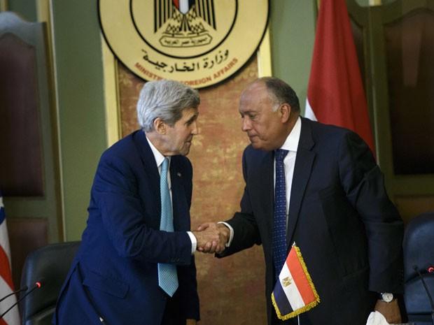 Kerry se encontrou com representante egípico em visita ao Cairo (Foto: Brendan Smialowski/Poll/AFP)
