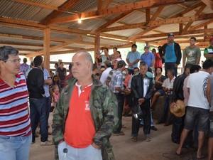Manifestantes estão em galpão próximo a Nova Dimensão, distrito de Nova Mamoré (Foto: Dayanee Saldanha/G1)