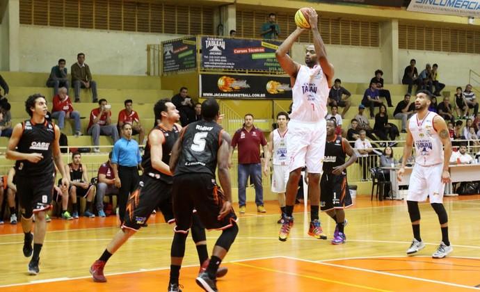 Estevão Estevam Ferreira Júnior pivô Jacareí Basquete (Foto: Alex Brito/PMJ)