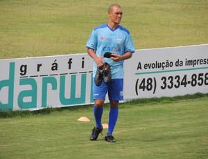 Eduardo Costa, volante do Avaí (Foto: Paulo Evangelista)