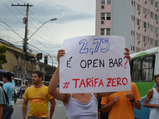 Estudantes são contra o aumento da passagem e pedem passe livre, em Vitória (Foto: Viviane Machado/ G1)