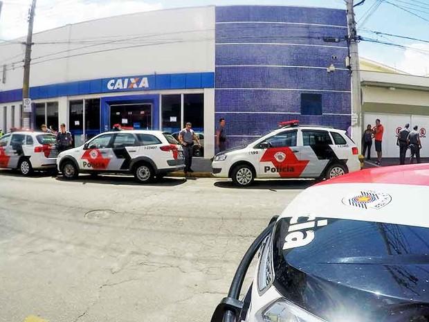 Homem leva coronhada e tem malote de dinheiro roubado em Cruzeiro (Foto: Portal Mix Vale)