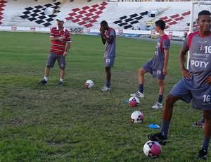 santa cruz treino (Foto: Daniel Gomes / GloboEsporte.com)
