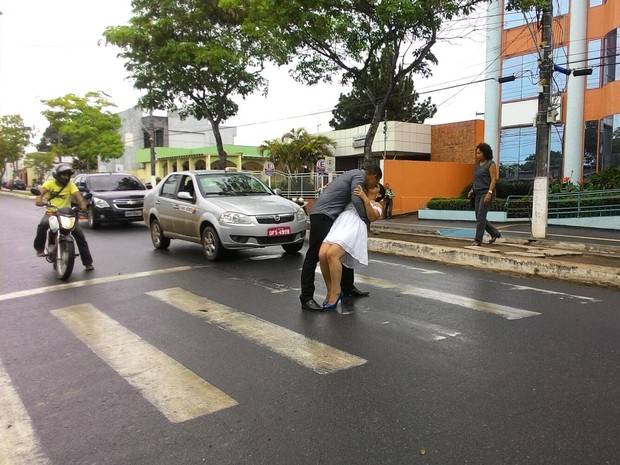 Beijo do casal Rosimery Oliveira e Alzenor Oliveira durou cerca de 5 segundos (Foto: Arquivo Pessoal/Divulgação)