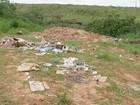 Terreno em São Miguel Arcanjo vira depósito de lixo, entulho e até pneu
