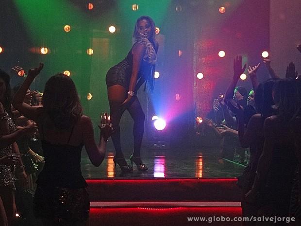 Vanúbia mente e diz que arrasou nos shows (Foto: Salve Jorge/TV Globo)