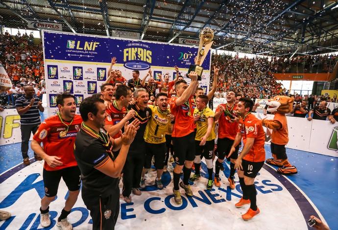 Carlos Barbosa, campeão da LNF 2015 (Foto: Luca Erbes/Futura Press)