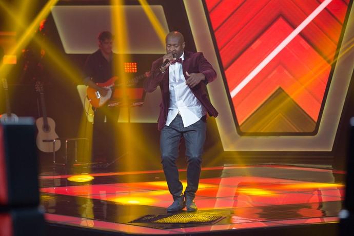 Lumi soltou a voz com Cheerleader nas Audições do 'The Voice Brasil' (Foto: Artur Meninea / Gshow)