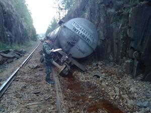 Vagões de trem carregado com combustível descarrilam - Caça Vazamento Porto Alegre