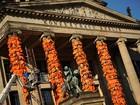 Artista coloca milhares de coletes de imigrantes durante Festival de Berlim