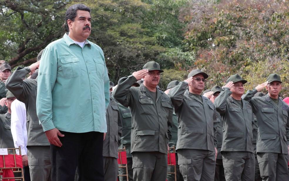 O presidente da Venezuela, Nicolás Maduro, assiste a uma parada militar em Campo de Carabobo, na quarta (28) (Foto: Miraflores Palace/Handout via Reuters)
