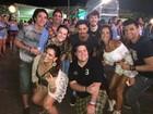 Fernanda d'avila comanda dança com atores de 'Verdades Secretas'