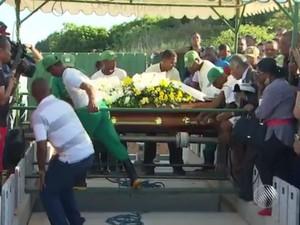 Sepultado corpo de PM assassinada em posto de saúde (Foto: Reprodução/TV Bahia)