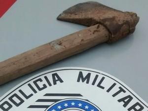 Homem é preso ao tentar matar a mãe com machado em Areias, SP (Foto: Divulgação/Polícia Militar)