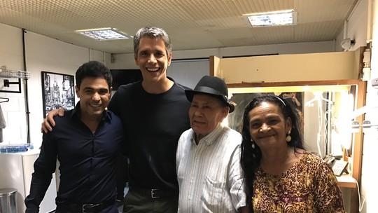 Marcio Garcia recebe presente de casal do 'Talento em Família'