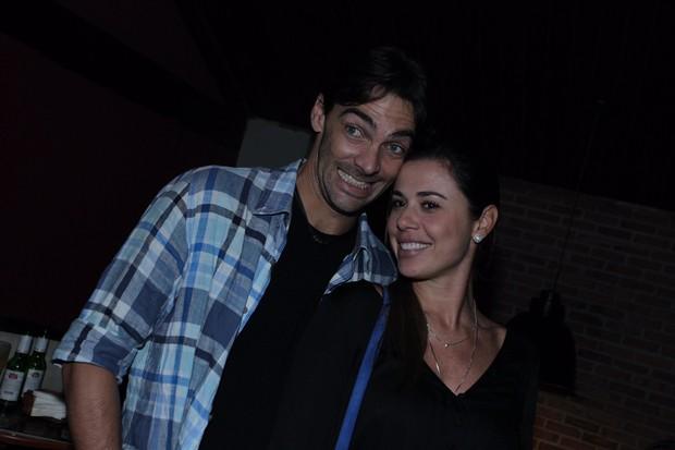 Giba e a namorada vão a arraiá promovido por Tiago Abravanel no Rio (Foto: Marcello Sá Barretto / AgNews)