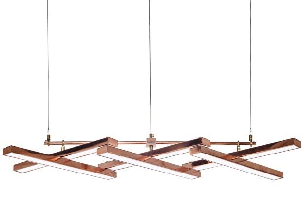 Luminária Pantográfica, de LED, cobre e latão, 90 x 42 x 18 cm. La Lampe, a partir de R$ 6.500 (Foto: Divulgação)