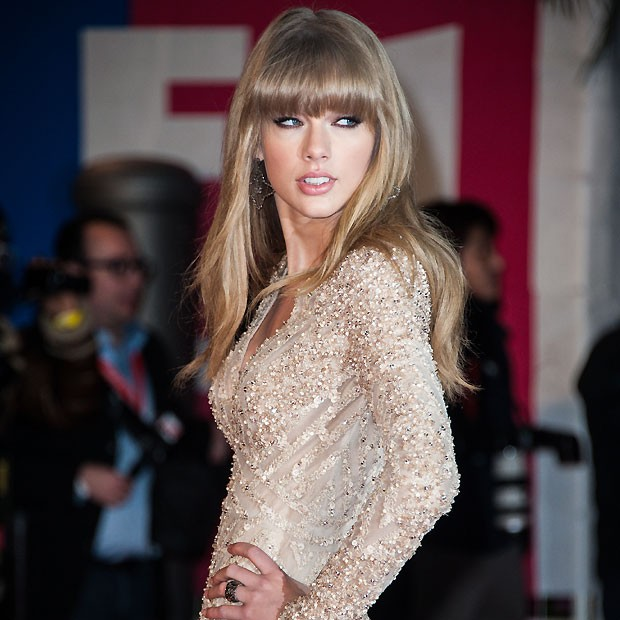 Taylor Swift chegou antes no red carpet do NRJ Music Awards (Foto: Getty Images)