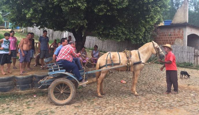 Nerso e Marcelo Honorato conheceram a cidade em uma carroça  (Foto: Divulgação Tô Indo)