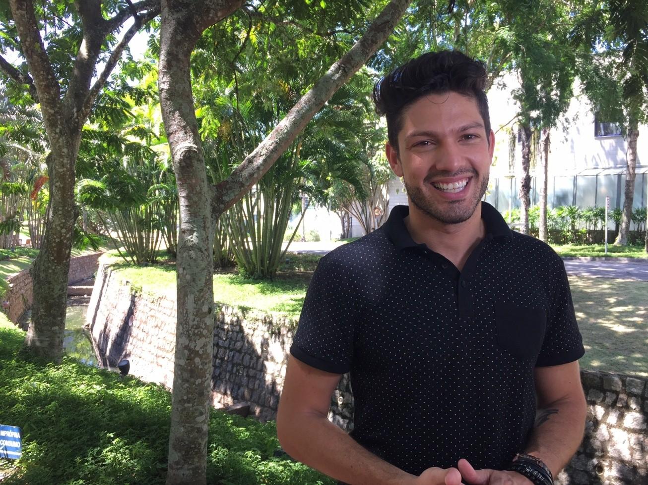 Luiz Felipe revela que tem esperanas de engatar romance com Mayla fora da casa (Foto: Louise Palma / Multishow)