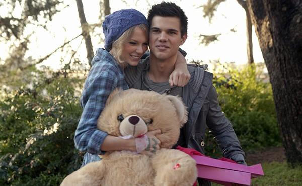 Taylor Lautner e Taylor Swift em 'Idas e Vindas do Amor' (2010) (Foto: Divulgação)