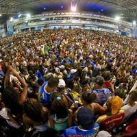 Festa em Nilópolis reúne milhares (Rodrigo Gorosito/G1)